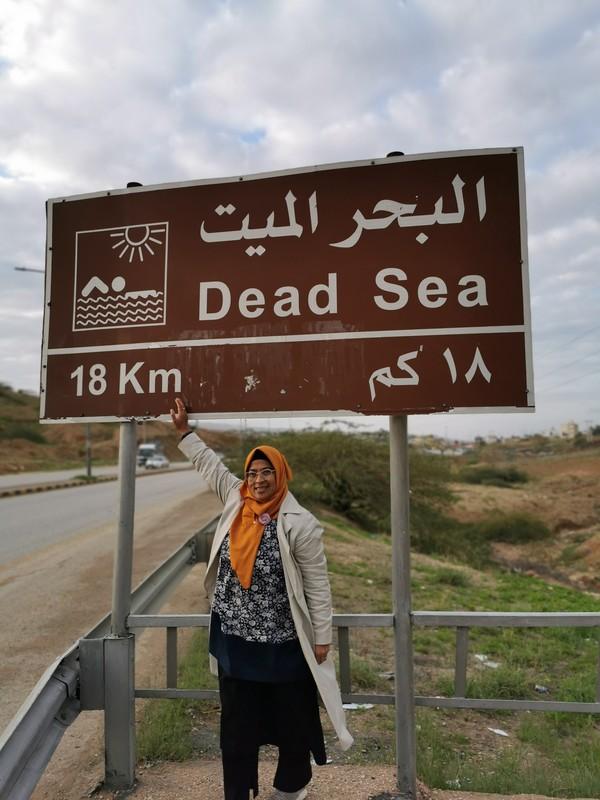 Laut Mati mendapatkan sumber airnya dari Sungai Yordan yang memiliki panjang 67 km. Diperkirakan volume air yang terdapat di Laut Mati mencapai 147 km3. Itulah sebabnya, danau ini tidak dinamai danau karena terlalu luas, lebih menyerupai laut, luasnya kurang lebih sekitar 800km2 (Maria Karsia)