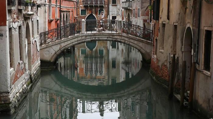 Pemerintah Italia akan membuka industri pariwisata awal Juni. Pembukaan tersebut cukup melegakan pelaku industri pariwisata yang telah melewati masa sulit lockdown COVID-19 sejak awal Maret. (AP Photo/Antonio Calanni)