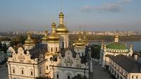 Gereja Kristen ortodoks ini didirikan tahun 1051 Masehi. Ia ditetapkan menjadi warisan dunia oleh UNESCO pada tahun 1996. Menurut survei online pada 2007, gereja ini termasuk sebagai salah satu 7 keajaiban di Ukraina.