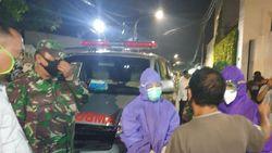 Pria di Jakbar Ditemukan Meninggal Setelah 2 Hari, Dievakuasi Petugas Ber-APD