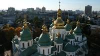 Kompleks gereja ini menonjol di pusat kota Kiev, Ibukota Ukraina. Bangunan ini didirikan oleh St Anthony dan St. Theodosy hampir 1.000 tahun lampau.