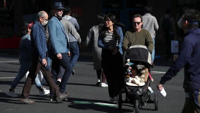 Warga Selandia Bau kini mulai bisa bernafas lega dan terbebas dari kebijakan Lockdown selama sebulan penuh. Kini mereka pun bebas beraktivitas.