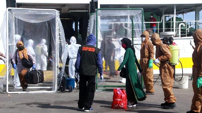 TKI dari Malaysia tiba di Pelabuhan Parepare, Sulsel.