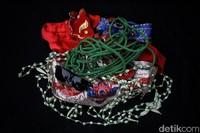 Inilah beragam perlengkapan yang disiapkan dan akan digunakan oleh Sintren dalam setiap pertunjukannya.