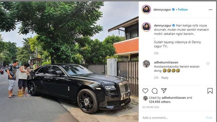 Rolls-Royce diisi bensin pinggir jalan alias eceran