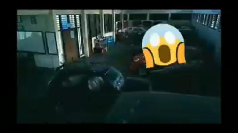 mobil maju-mundur sendiri