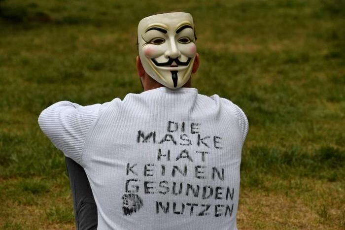 Pendemo di Jerman menolak pemakaian masker yang dianggap percuma (AFP)