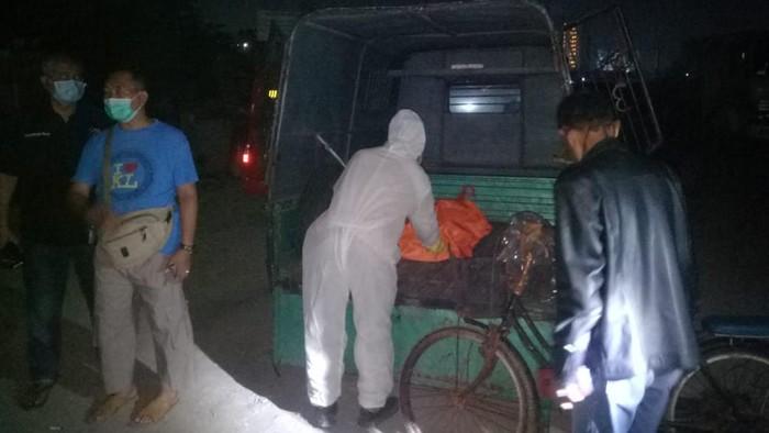 Petugas mengamankan temuan kerangka manusia di Bekasi (Dok. Polres Metro Bekasi Kota)