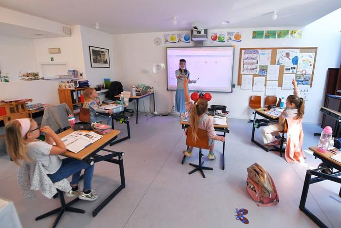Negara Belgia mulai mengurangi kebijakan lockdown atau karantina wilayah sebagai bagian dari upaya pencegahan penyebaran COVID-19. Anak-anak pun mulai kembali bersekolah.