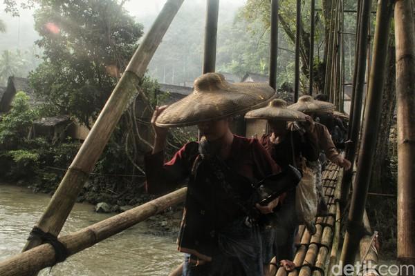 Suku Baduy berharap wisatawan yang datang bukan semata-mata untuk menjadikan mereka tontonan. Mereka meminta agar pelancong berniat untuk silaturahmi. Rafida Fauzia/detikcom