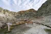 John Day Fossil Beds di Oregon, AS memang bersejarah karena jadi rumah fosil berumur 20 juta tahun. Di sana ada tebing berbatu dan ngarai berwarna biru-hijau-krem bernama Blue Basin.