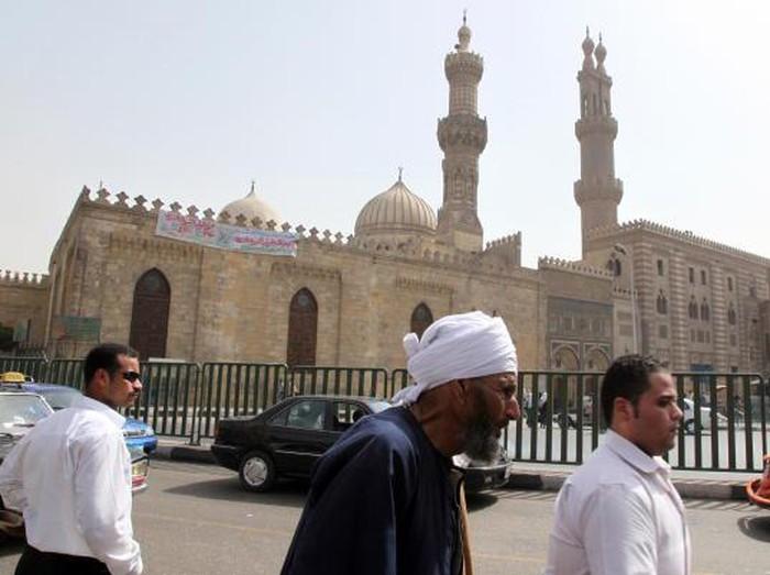 Universitas Al-Azhar merupakan institusi pendidikan yang didirikan di Kairo. Universitas itu pun disebut universitas tertua yang pelajari ilmu agama dan umum.