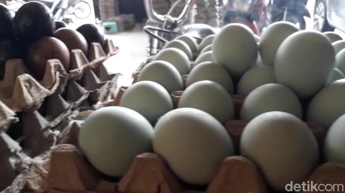 Pengusaha telur asin bertahan hidup di tengah hantaman Corona