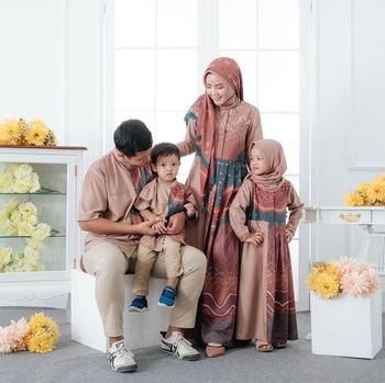 Baju sarimbit keluarga.