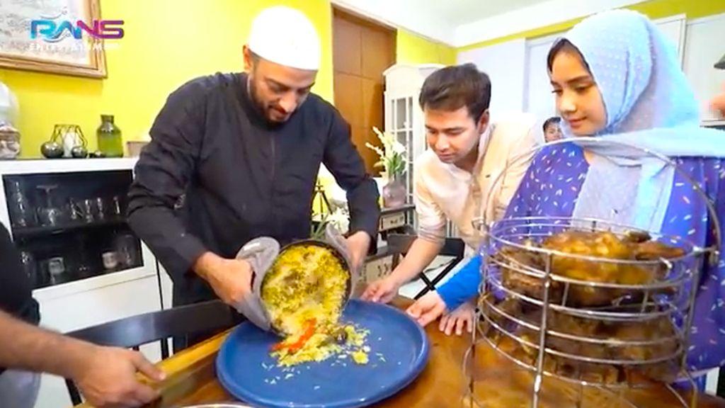 Syekh Ali Jaber Sampai Gali Lubang untuk Masak Nasi Mandi Buat Sahur
