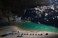 Ini Gua Hang Son Doong di Vietnam hanya sekali disurvei secara resmi dalam satu dekade terakhir. Gua ini ditetapkan sebagai gua terbesar di dunia baik berdasarkan volume maupun penampang.