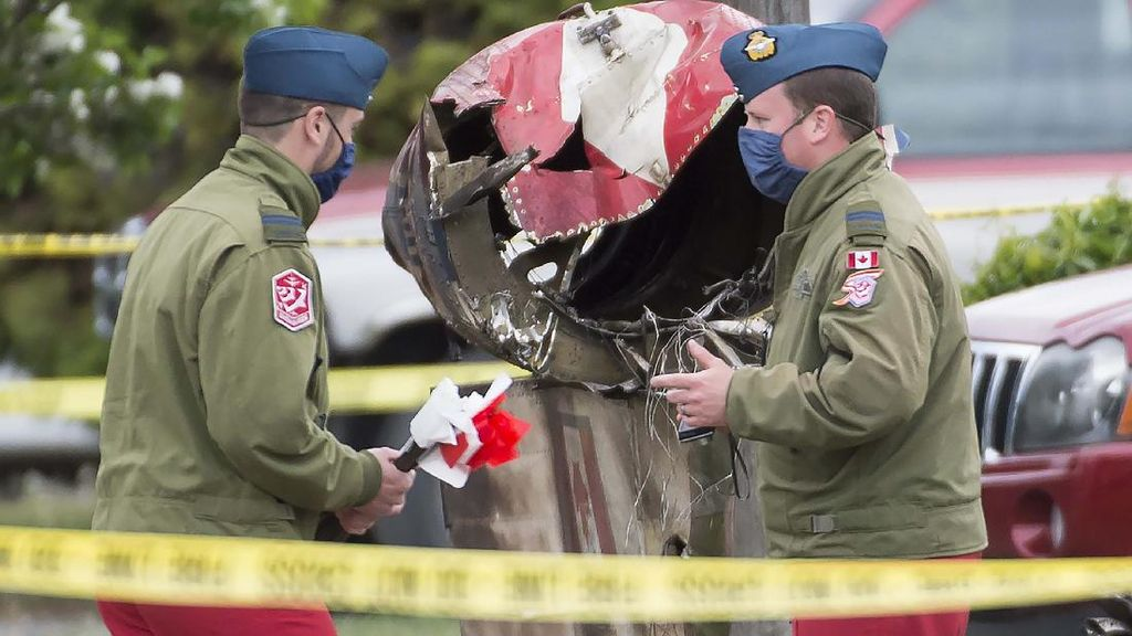 Jet Akrobatik Kanada Jatuh, 1 Orang Tewas