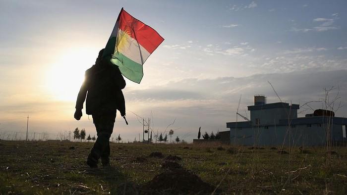 Etnis Kurdi merupakan salah satu penduduk asli daratan Mesopotamia. Salah satu etnis terbesar di dunia ini diketahui tak memiliki kewarganegaraan.