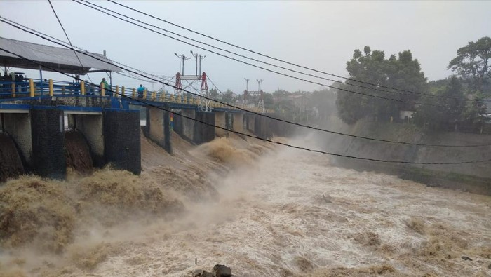 Bendung Katulampa Siaga III usai hujan mengguyur Bogor (dok. Istimewa)