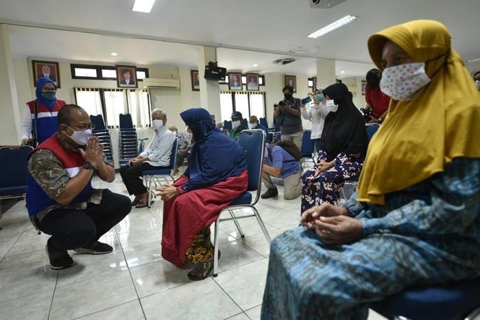 Pertamina menyalurkan bantuan untuk anak-anak panti asuhan, penyandang disabilitas, dan lansia di seluruh Indonesia. Bantuan itu senilai Rp 17,2  miliar.
