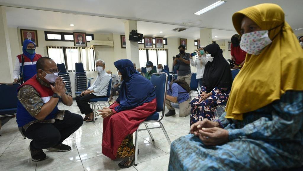 Lansia dan Penyandang Disabilitas juga Dapat Bantuan