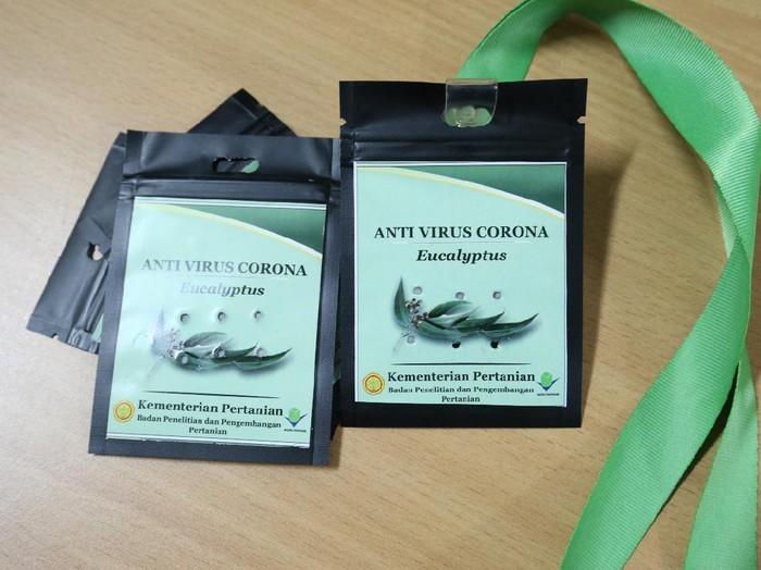 Indonesia akhirnya berhasil mematenkan formula antivirus Corona dalam bentuk inhaler, diffuser oil hingga kalung antiCorona.