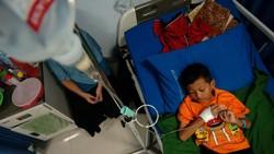 Di tengah pandemi Corona, Indonesia juga tetap dihadapkan oleh kasus Deman Berdarah. Tak tanggung-tanggung, dalam 5 bulan terakhir tercatat 50 ribu kasus DBD.