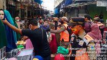 Camat soal Pasar Tanah Abang Ramai: Ruwet, 80% Pedagang-Pembeli Luar DKI