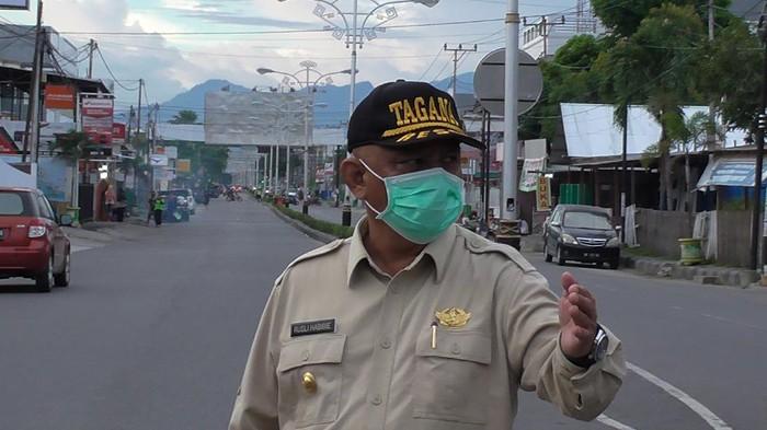 Gubernur Gorontalo Rusli Habibie saat memantau PSBB di wilayahnya (Ajis-detikcom).