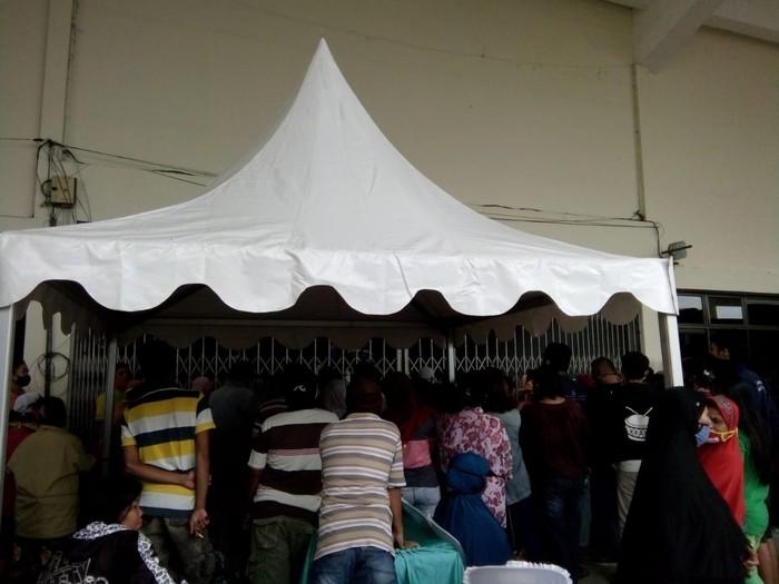 Suasana di pasar murah yang digelar di Gedung Serbaguna, Medan (Ahmad Arfah-detikcom)