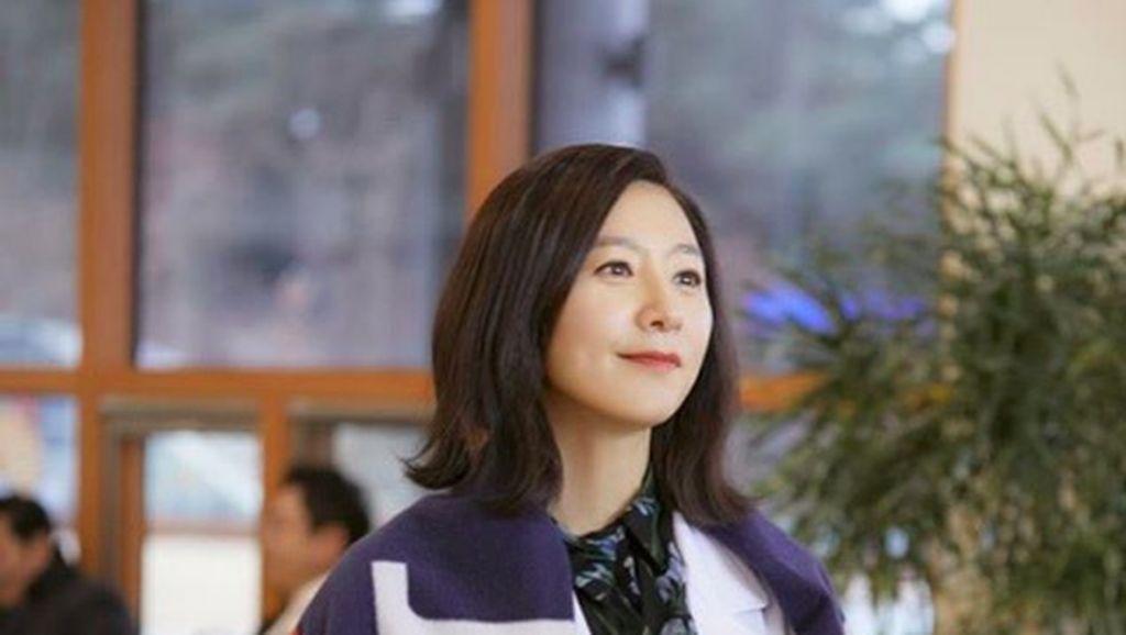 7 Gaya Mahal Ji Sun Woo di The World of The Married Episode 16