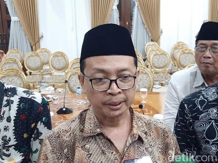 Sesuai edaran dari Pemprov Jatim, Masjid Al Akbar Surabaya akan mengadakan salat Idul Fitri 1441 H. MUI Jatim menilai edaran tersebut sudah tepat dan saatnya warga Jatim move on dari COVID-19.