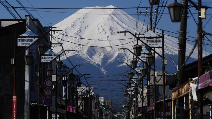 (FILES) In this file photo taken on April 30, 2020 Japans Mount Fuji is seen from the town of Fujiyoshida, Yamanashi prefecture. - Japans beloved Mount Fuji will be closed during this years summer climbing season to prevent the spread of the new coronavirus, officials said May 18, 2020. (Photo by CHARLY TRIBALLEAU / AFP)
