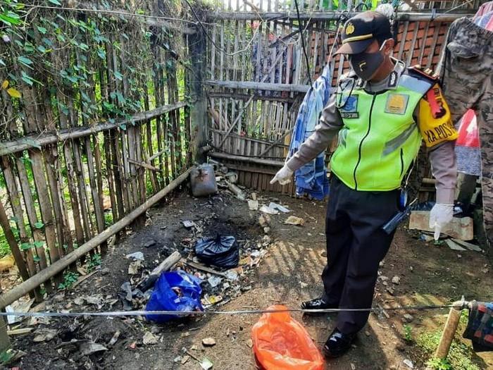 Penemuan mayat bayi terkubur di belakang kos di Purworejo, Senin (18/5/2020).