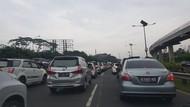 Video Kemacetan di Tol Halim Pagi Tadi