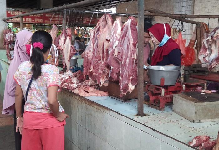 pedagang daging sapi pasar pucang surabaya