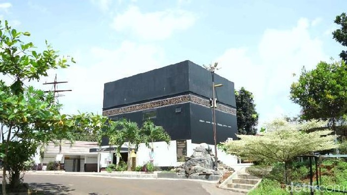 Masjid di Subang dibangun berbentuk Kabah