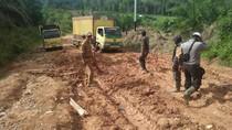 Jalan Penghubung Riau-Sumbar di Rohul Rusak Parah Bak Kubangan Lumpur