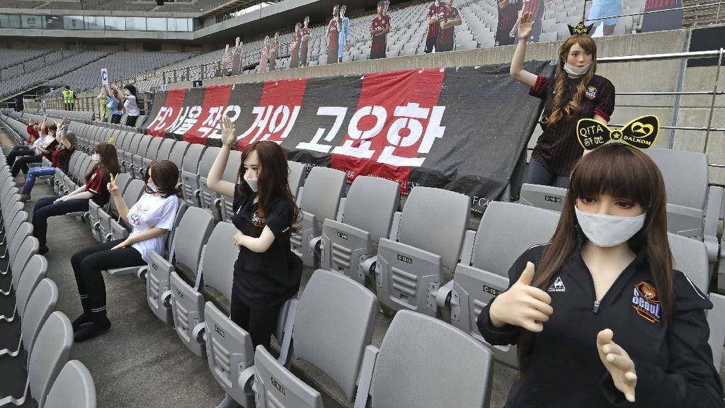 Populer Sepekan: Boneka Seks Nonton Bola di Stadion