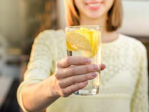 4 Manfaat Air Lemon dan Jumlah Aman yang Harus Dikonsumsi Per Hari