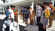 Bocah Penjual Jalangkote Korban Bully Dapat Hadiah Motor Listrik