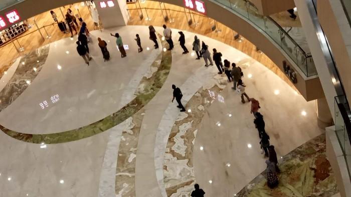 antrean di pakuwon mall