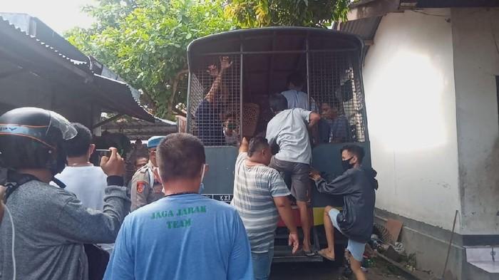 Polresta Mataram menangkap 8 penjudi sabung ayam (dok. Istimewa)