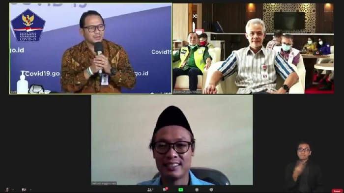 Tangkapan layar saat Wahyudi Anggoro Hadi menjelaskan konsep Merdesa melalui video conference.