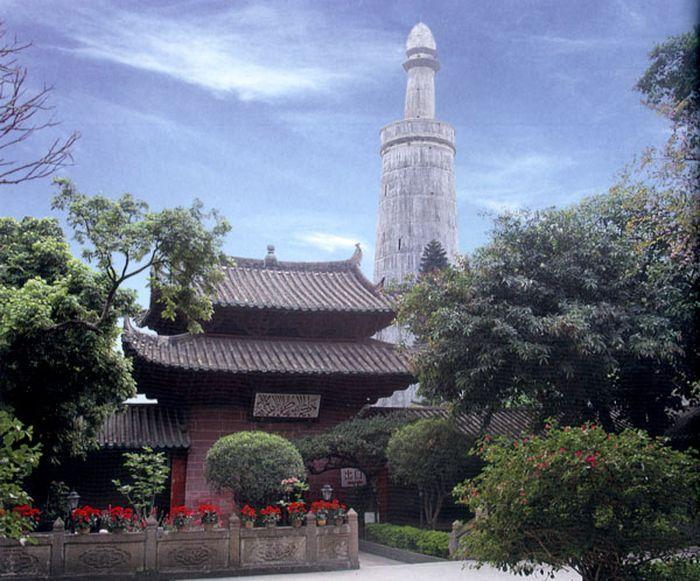 Masjid Huaisheng yang berada di Guangzhou, China, jadi saksi penyebaran Islam di Negeri Tirai Bambu. Masjid itu diketahui dibangun oleh sahabat Rasulullah SAW.
