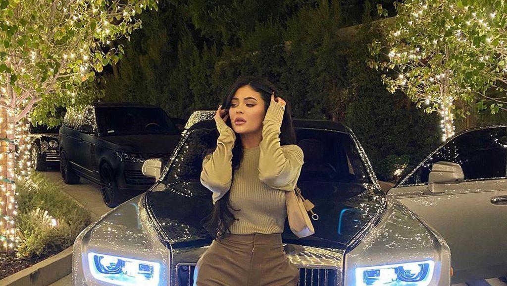 Gelar Miliarder Kylie Jenner Dicabut oleh Forbes