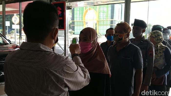 Tim Gugus Tugas menggelar rapid test di sejumlah pusat perbelanjaan di Kota Pekalongan, Jawa Tengah.