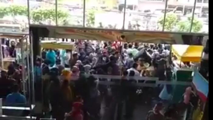 Video Mal CBD Ciledug diserbu pengunjung viral.