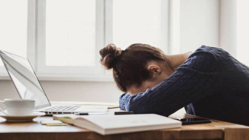 Tidur Tak Nyenyak Selama WFH? Atasi dengan 4 Makanan Enak Ini