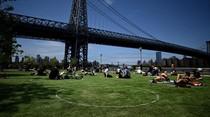 Cara New York Izinkan Warga Rebahan di Taman